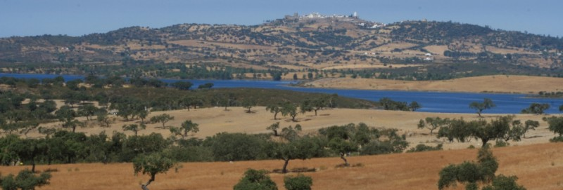piraguas en embalse de Alqueva Badajoz Portugal