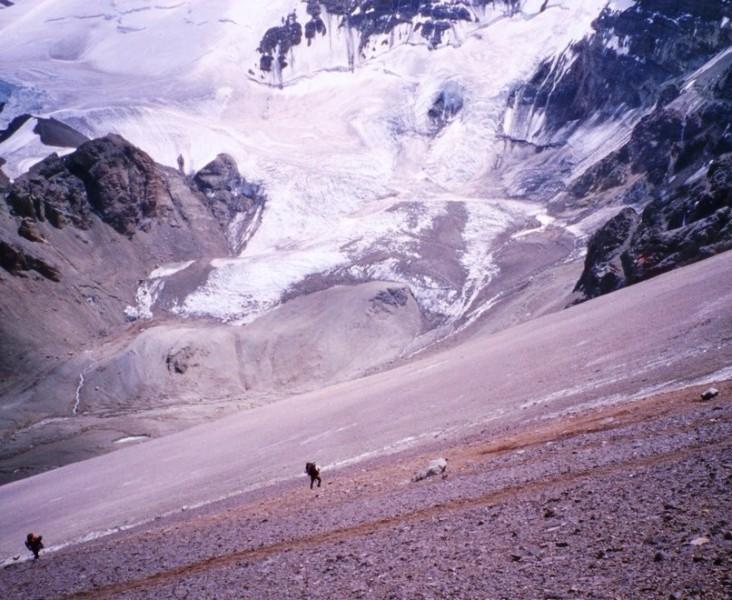 Alpinistas comienzo ascensión al cerro Aconcagua, en los Andes Argentina