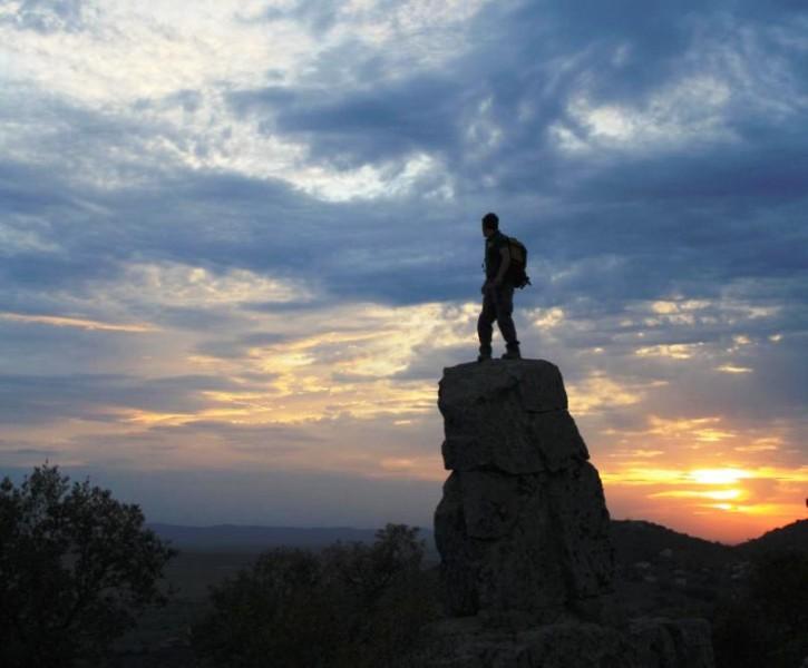 Gendarme atalaya en sierra de la Mosca, Cáceres, Extremadura, Ecoturismo, escalada en roca