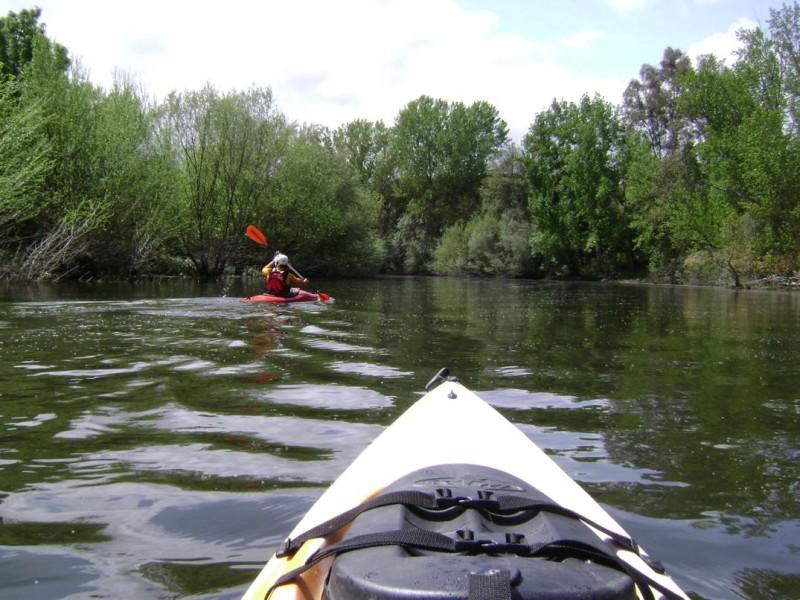 descenso del alagon piraguas kayak turismo de aventura ecoturismo