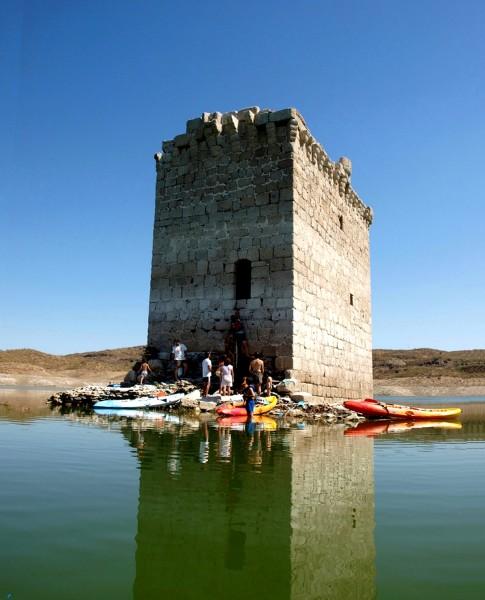 Torre de Floripes familia Tajo Garrovillas Alcantara Piraguas Kayak Extremadura Turismo