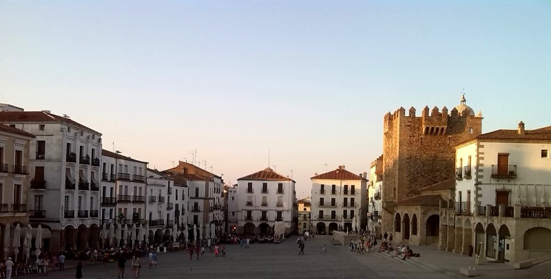 caceres plaza mayor festival cultura urbana origen deporte y naturaleza turismo aventura ecoturismo